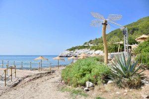 Platges de sitges, Barcelona, Entre els pobles de Sitges i Garraf, trobaràs la platja de Vallcarca. La platja per gaudir del teu animal de companyia