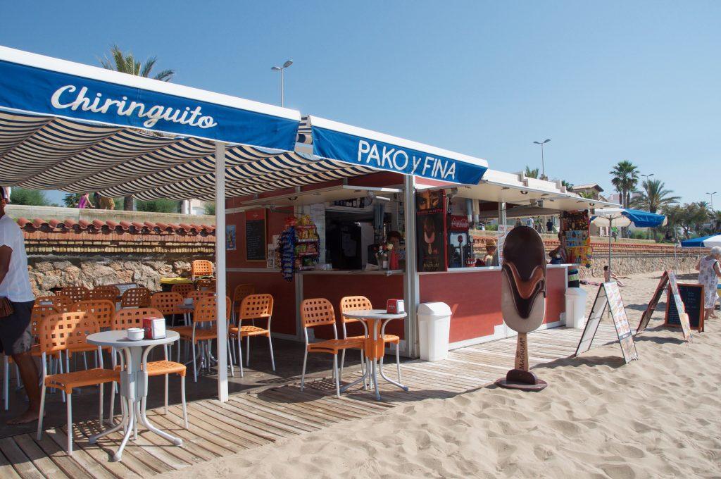 És un lloc especial … la música, l'ambient, la gent, el menjar. Amanides, entrepans, còctels. Una gran idea per passar un dia de platja.