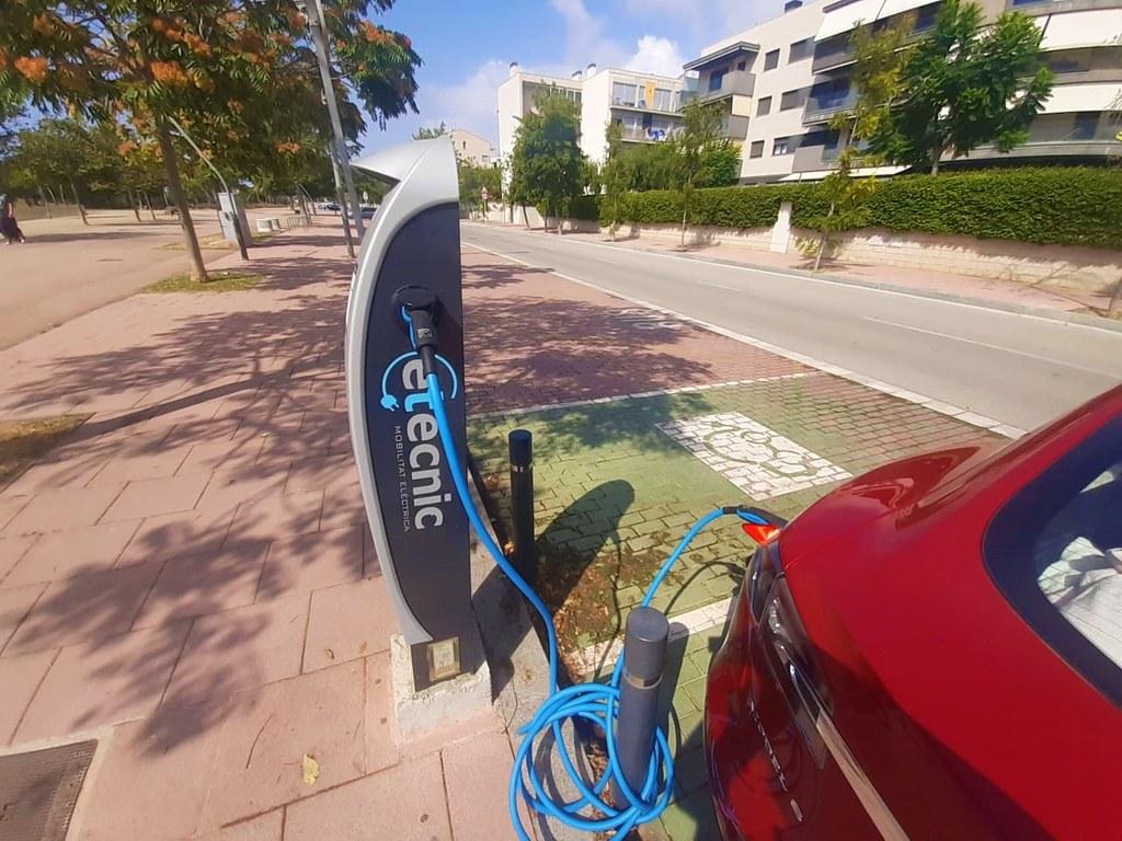 L'Ajuntament de Sitges ampliarà punts de recàrrega per a vehicles elèctrics. La voluntat municipal és afegir dos nous carregadors amb quatre presses de càrrega a l'aparcament de Can Robert, que es preveu comencin a funcionar a finals d'any.
